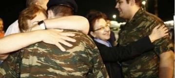 Στα σπίτια τους οι δύο στρατιωτικοί! Συγκίνηση σε Καστοριά και Ορεστιάδα!