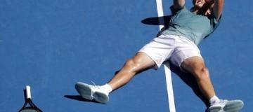 Στέφανος Τσιτσιπάς: Το παιδί-θαύμα του ελληνικού τένις στους 4 του Australian Open!