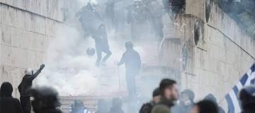 Συλλαλητήριο για τη Μακεδονία: «Σταματήστε τα χημικά, μην τα βάζετε με 2 εκατ. Έλληνες»