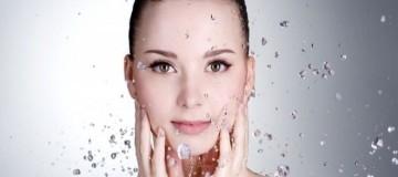 Πιστεύεις ότι πλένεις σωστά το πρόσωπό σου; Δες τα σωστά βήματα που πρέπει να κάνεις!