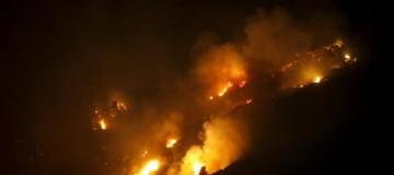 Κιθαiρώνας: Eκτός ελέγχου η φωτιά!