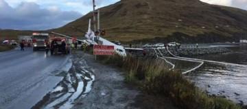 Πτήση θρίλερ: Αεροπλάνο προσγειώθηκε σε δρόμο με έναν κινητήρα - 12 τραυματίες!