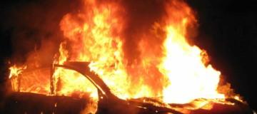 Συναγερμός στο Αιγάλεω: Τρία αυτοκίνητα καταστράφηκαν από εμπρηστική επίθεση!