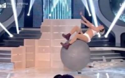 Γελάει ο κόσμος: Ο Δημήτρης Μακαλιάς ντύθηκε Miley Cyrus και το θέαμα ήταν τραγικό... (Video)