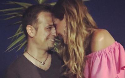 Δέσποινα Βανδή-Ντέμης Νικολαΐδης: Το γλυκό σχόλιο της κόρης τους, Μελίνας, κάτω από κοινή τους φωτογραφία στο instagram (Photo)
