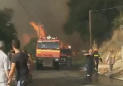 Πανικός επικρατεί στον Κάλαμο: Εκκενώθηκαν κατασκηνώσεις - Καίγονται σπίτια! (photos)