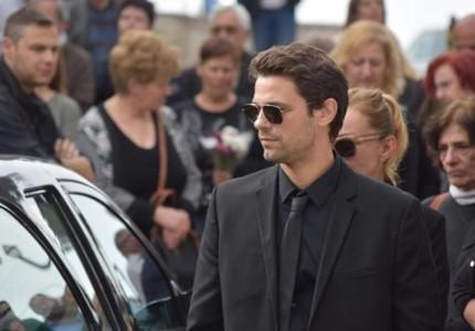 Βουβός πόνος στην κηδεία του πατέρα του Γιάννη Τότσικα! Τραγική φιγούρα ο ηθοποιός! (photos)