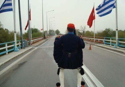 Συγκίνηση: 40 φωτογραφίες με την Ελληνική σημαία που μας κάνουν υπερήφανους!
