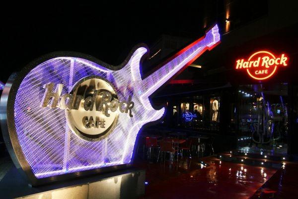 Eγκαίνια για το Hard Rock cafe στη Γλυφάδα!!