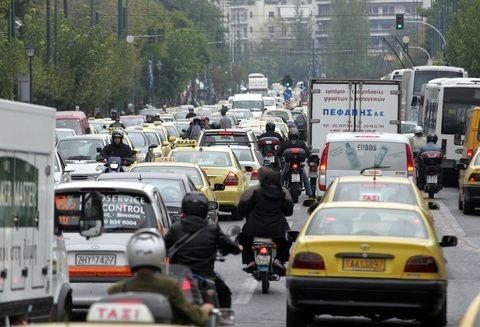 Μετ' εμποδίων οι μετακινήσεις λόγω στάσης εργασίας στα μέσα μεταφοράς
