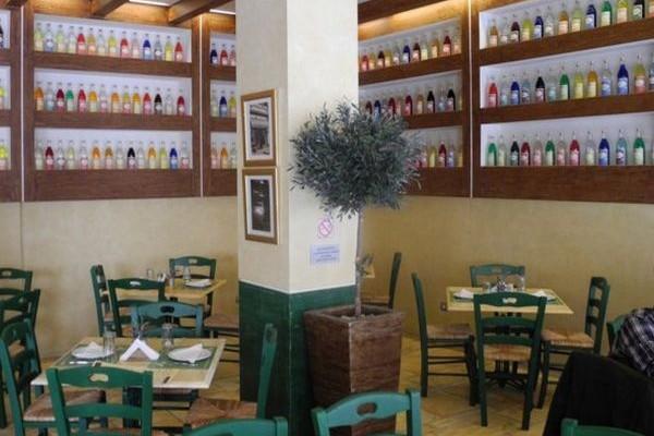 Βρεττός: Το αγαπημένο μπαράκι της Πλάκας πλέον απέκτησε και ουζερί!