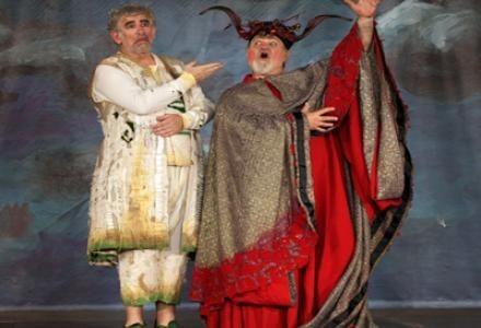 H Eιρήνη του Αριστοφάνη στο Βεάκειο Θέατρο Πειραιά
