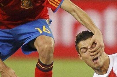 Το ποδόσφαιρο έχει πολύ γέλιο τελικά!!(PHOTOS)