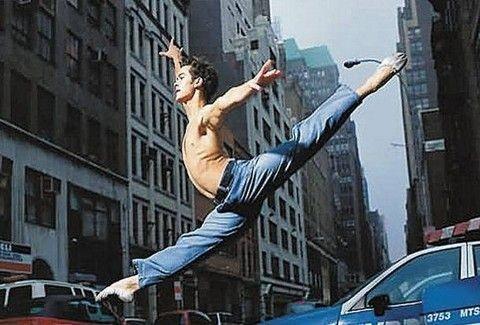 Έκανε τον γύρο του κόσμου....χορεύοντας!!