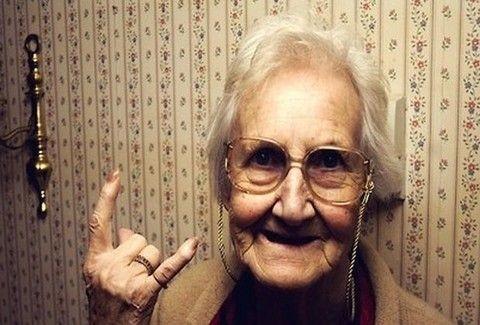 Δεν έδωσαν σε 98χρονη αλκοόλ επειδή ήταν...ανήλικη!!