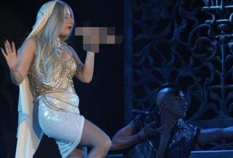 Η Lady Gaga και το μικρόφωνο...πέος!(PHOTOS)