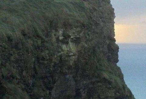 Η μορφή του Χριστού σε βράχο στην Ιρλανδία!!(PHOTOS)