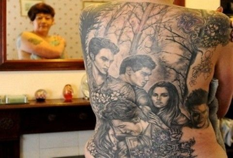 Έκανε τατουάζ το twilight σε όλο της το σώμα!!(PHOTOS)