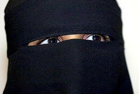 Νόμος στη Σαουδική Αραβία για να καλύπτουν και τα σέξι... μάτια τους!!