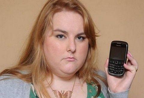 Παραλύει το σώμα της κάθε φορά που χτυπάει το τηλέφωνο!!