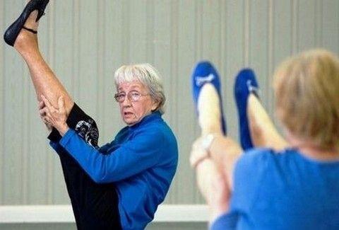 Είναι 91 χρονών και είναι δασκάλα της γόγκα!!