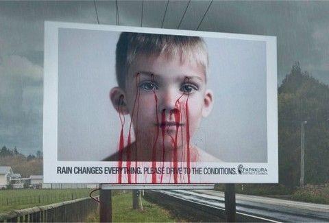 Μία πινακίδα που στάζει αίμα κάθε φορά που βρέχει!!