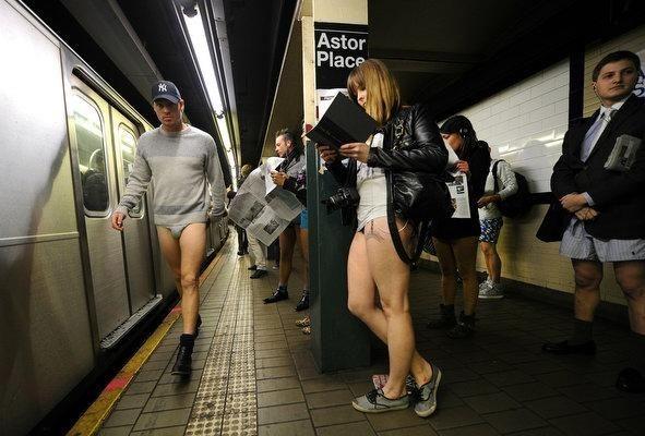 Μια μέρα χωρίς… παντελόνια στο μετρό!