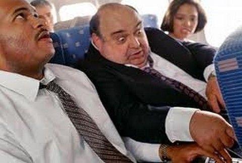 Ενοχλητικός συνεπιβάτης στο αεροπλάνο: Τρόποι για να τον αποφύγετε!!