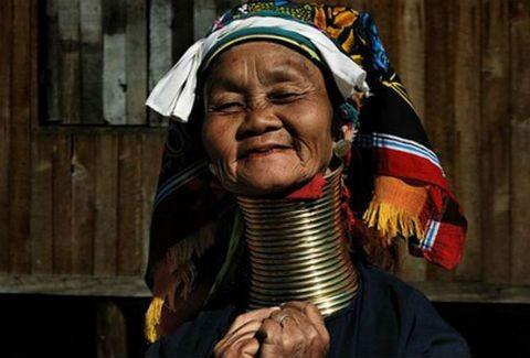 ΔΕΙΤΕ τους μακρύτερους λαιμούς του κόσμου!(PHOTOS)