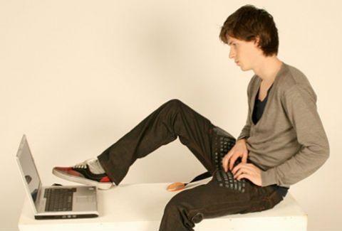 Το παντελόνι που γίνεται… πληκτρολόγιο για το laptop σας!(wow!)