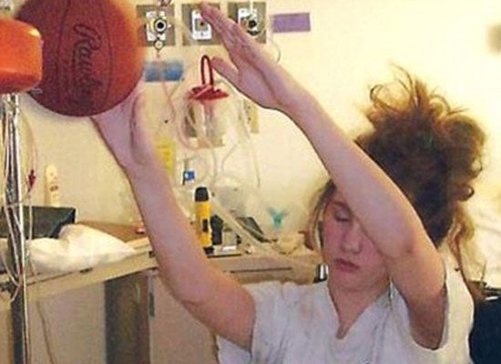 ΑΠΙΣΤΕΥΤΟ! Έπαιζε μπάσκετ ενώ βρίσκονταν σε κώμα!