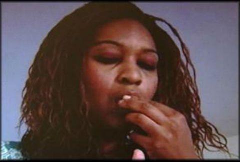 Αηδιαστική είδηση:Τρώει τις στάχτες του συζύγου της!
