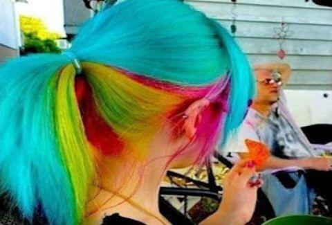 Τι σας θυμίζει το μαλλί αυτής της κοπέλας;