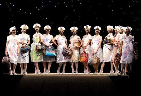Louis Vuitton- Marc Jacobs: Συνάντηση τιτάνων στην εντυπωσιακή έκθεση του Παρισιού!