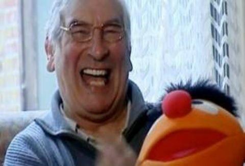 Ο άνθρωπος που δεν σταματά να …γελά!(VIDEO)