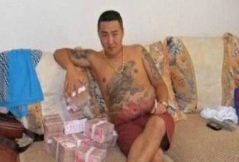 Σάλος στο διαδίκτυο με τις φωτογραφίες του Κινέζου μαφιόζου(PHOTOS)