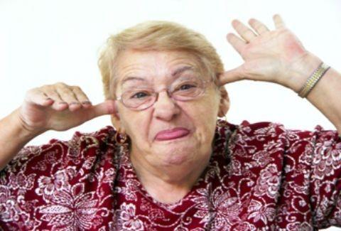 Απίστευτο κι όμως αληθινό:Γιαγιά 101 ετών πετάει με αλεξίπτωτο!(PHOTOS)