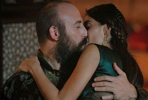 Αποκλειστικό: Τα καυτά φιλιά του «Σουλεϊμάν» & της «Σιλά»