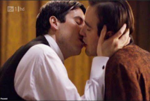 «Αδειάζει» τον Κώστα Σπυρόπουλο για το gay φιλί η ΕΡΤ