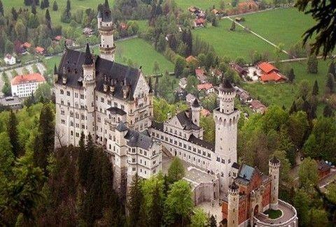 Δέκα υπέροχα κάστρα στην Ευρώπη για να ξανα...πιστέψεις στα παραμύθια!