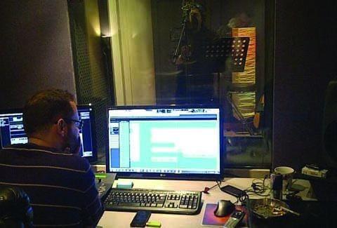 Γιώργος Δασκαλάκης: Στο studio για το τελευταίο του τραγούδι πριν την επικίνδυνη επέμβαση!!! (VIDEO)