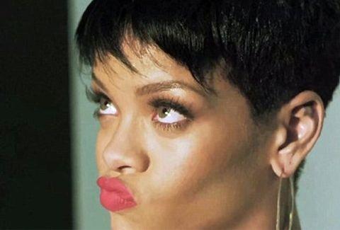 Η κατάρρευση ενός pop idol!!! Δείτε τη Rihanna να δίνει τη ...χαριστική βολή στο στυλ!!! ΑΠΑΡΑΔΕΚΤΗ ΕΜΦΑΝΙΣΗ!!!