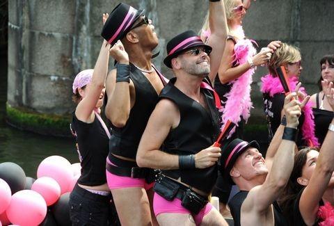 τεράστιος κόκορας gay κανάλι
