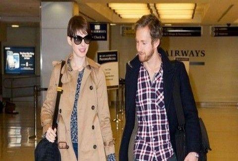 PAPARAZZI... TRAVEL: Τι φοράνε οι stars του Χόλιγουντ όταν ταξιδεύουν;;; (PHOTOS)
