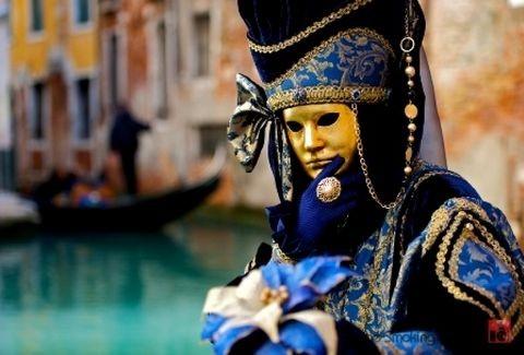 Το καρναβάλι της Βενετίας ξεκίνησε! Δείτε βίντεο από την τελετή έναρξης με εκτυφλωτικά χρώματα και πανούργα ξωτικά!