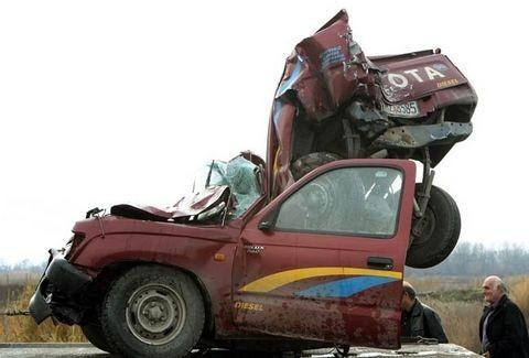 ΣΥΓΚΛΟΝΙΣΤΙΚΕΣ ΦΩΤΟΓΡΑΦΙΕΣ από την τραγωδία στη Θεσσαλονίκη! Τα αυτοκίνητα μετατράπηκαν σε άμορφη μάζα!