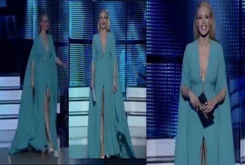 Κάν΄το όπως η Ζέτα!!! Με βαθύ ντεκολτέ και σκίσιμο ...όσο πάει, στον ημιτελικό του Dancing with the stars 3!!! (VIDEO)