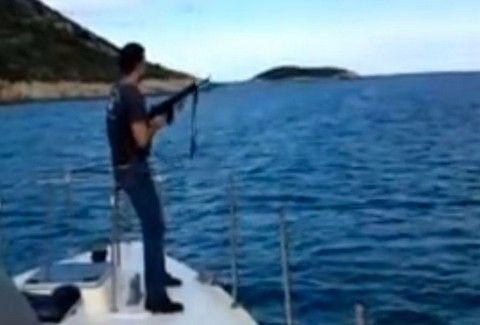 ΑΠΙΣΤΕΥΤΟ!!!! Λιμενικοί πυροβολούσαν κατσίκια σε νησίδα και τραβούσαν video εν ώρα υπηρεσίας!!! ΔΕΙΤΕ ΕΔΩ ΤΟ VIDEO!!!
