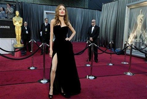 Από το βαθύ ντεκολτέ στο σκίσιμο που προκαλεί ...ιλίγγους!!! Η νέα τάση της μόδας επιβάλλει πόδι έξω!!! Ποια το κάνει καλύτερα;;; (PHOTOS)