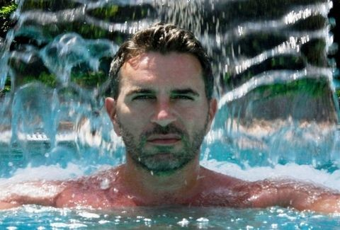 AΠΟΚΛΕΙΣΤΙΚΟ: Ο Έλληνας gay δημοσιογράφος που παραδέχτηκε οτι έχει AIDS σπάει τη σιωπή του ΜΟΝΟ ΕΔΩ!